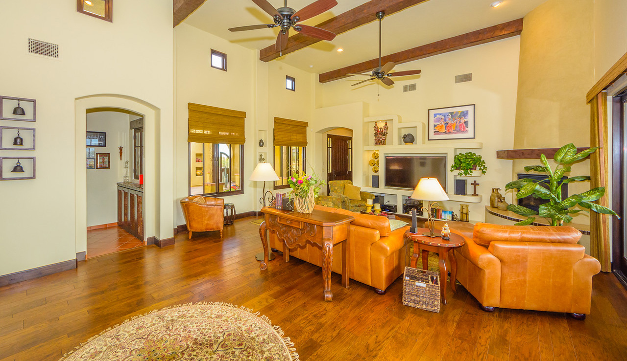 Morgan Brothers Custom Homes Hacienda: Great Room