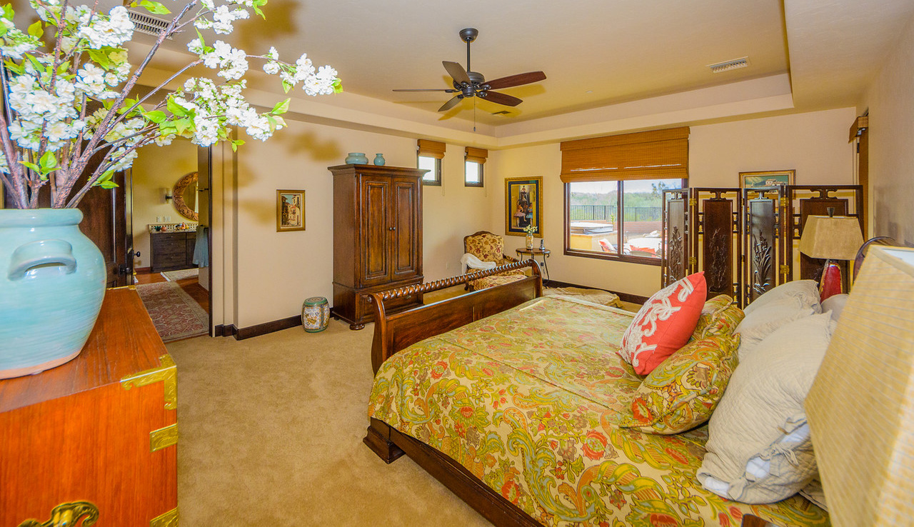 Morgan Brothers Custom Homes Hacienda: Master Bedroom